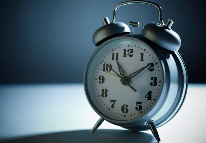 alzheimers-sleep-patterns-alarm-clock